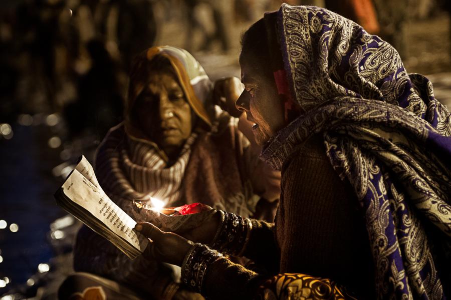 Women praying - Allahabad