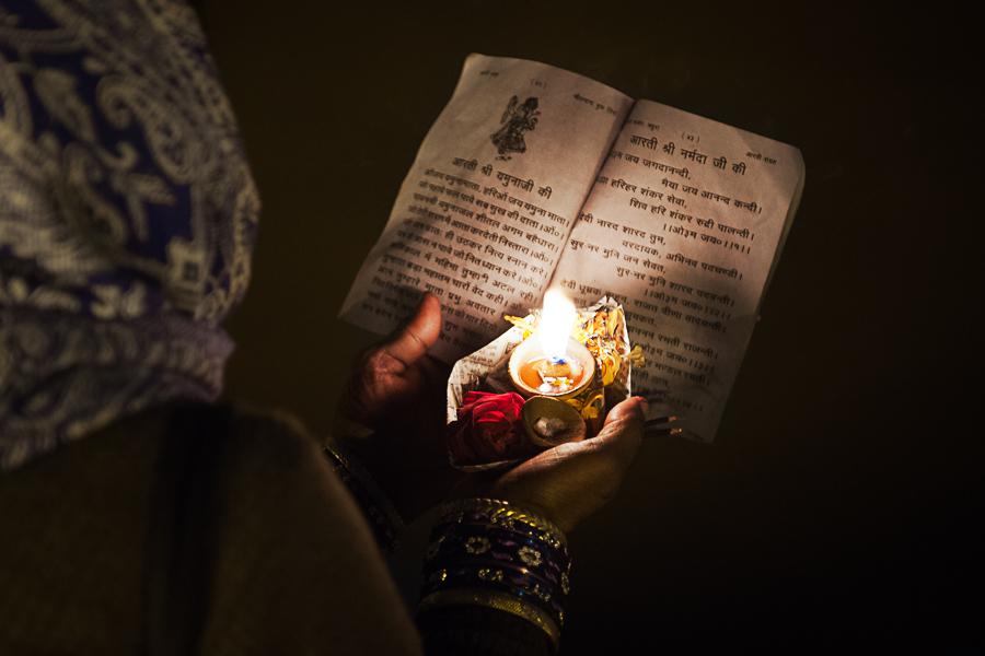 Woman praying - Details - Allahabad