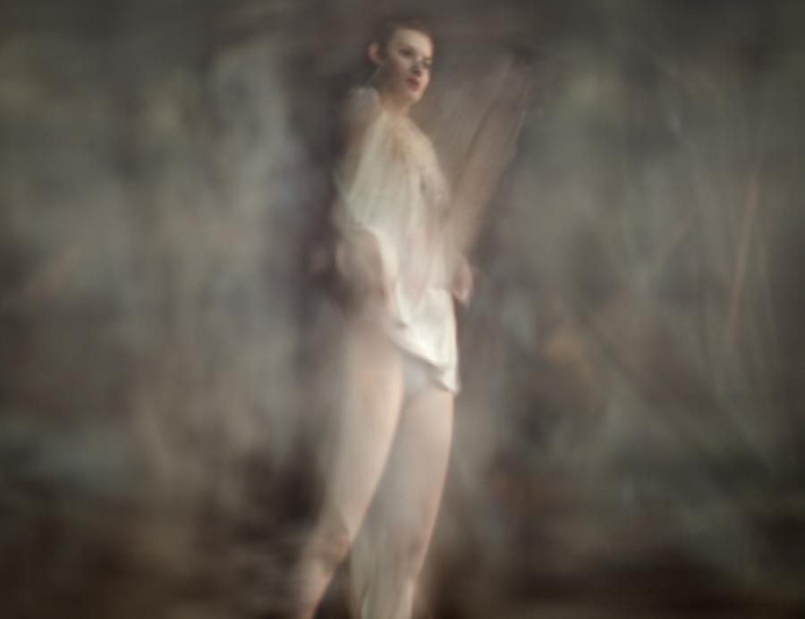 17_Renata Vogl_lady in white