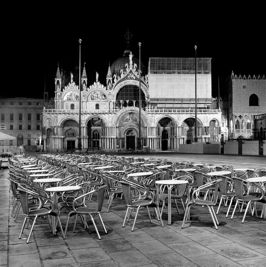 Chairs in the square_IT_VEN_013_D_c