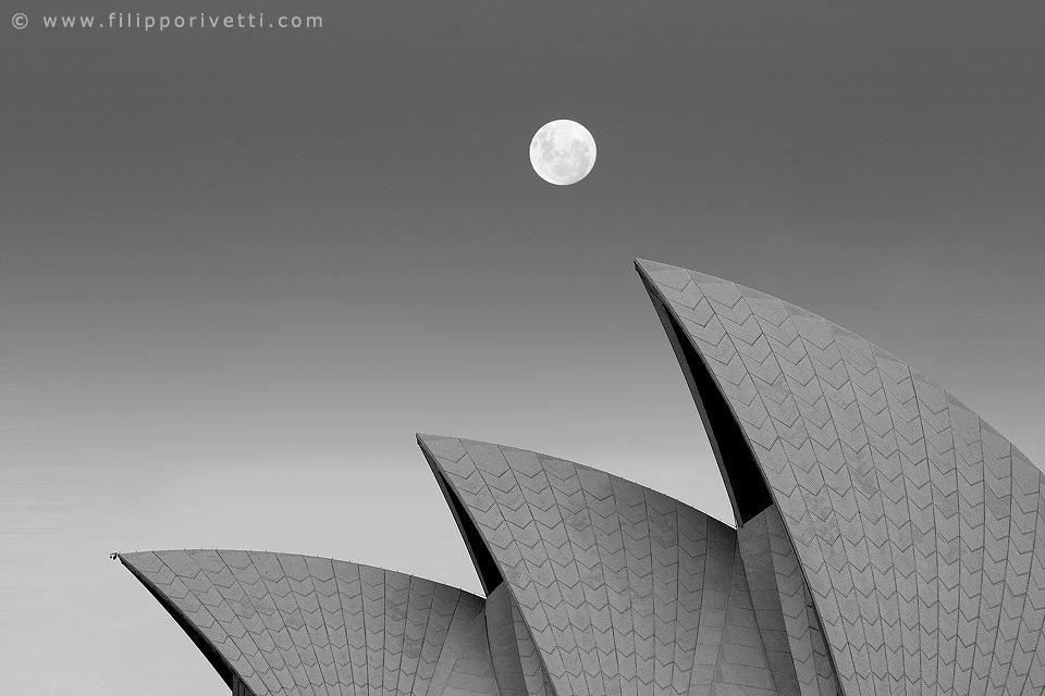 Opera Full Moon, Australia