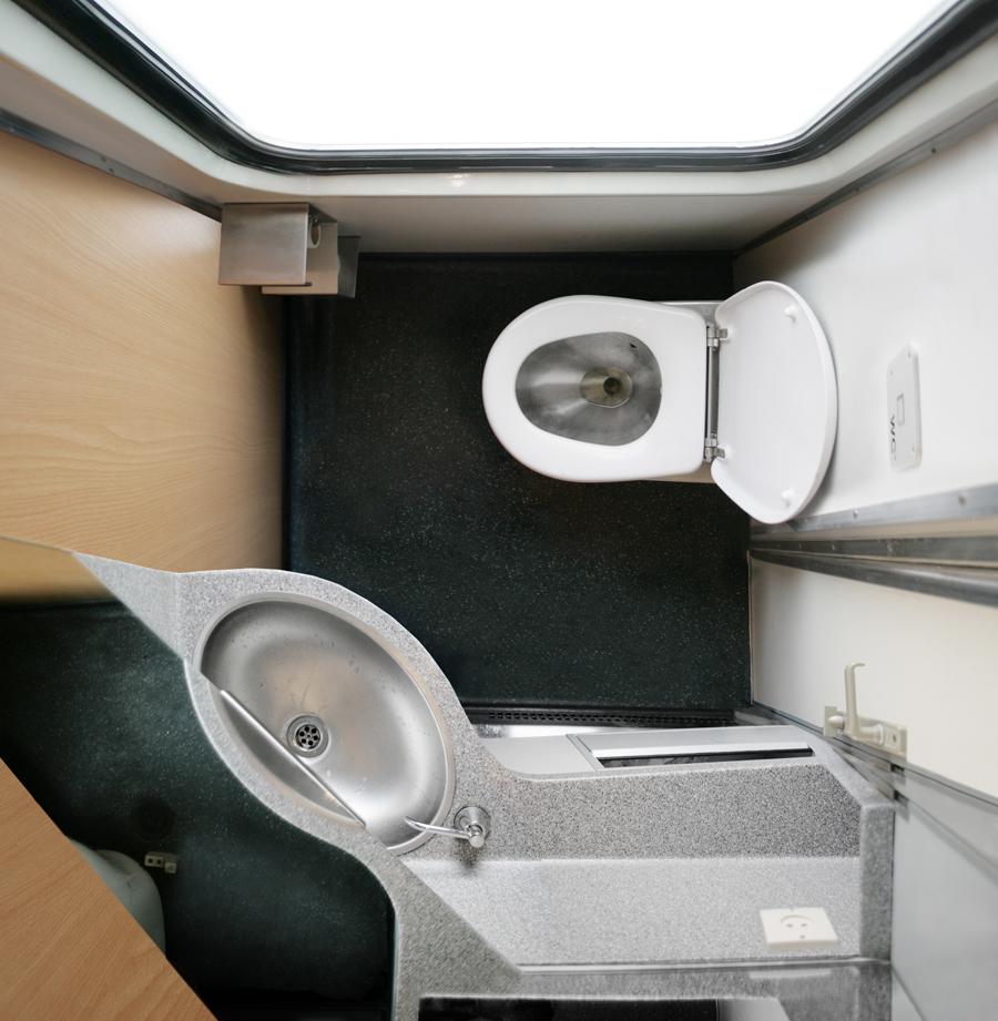 katharina_fitz_toilet1