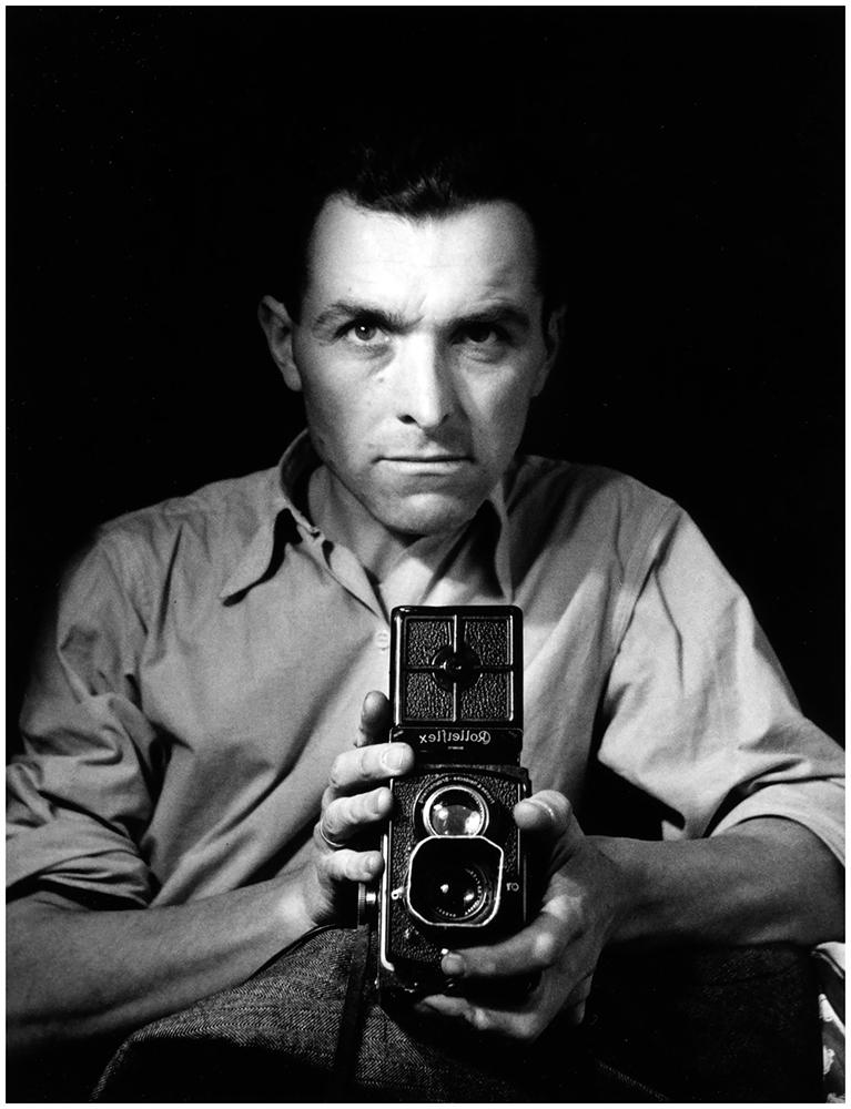 photographer-robert-doisneau-autoportrait-au-rolleiflex-1947