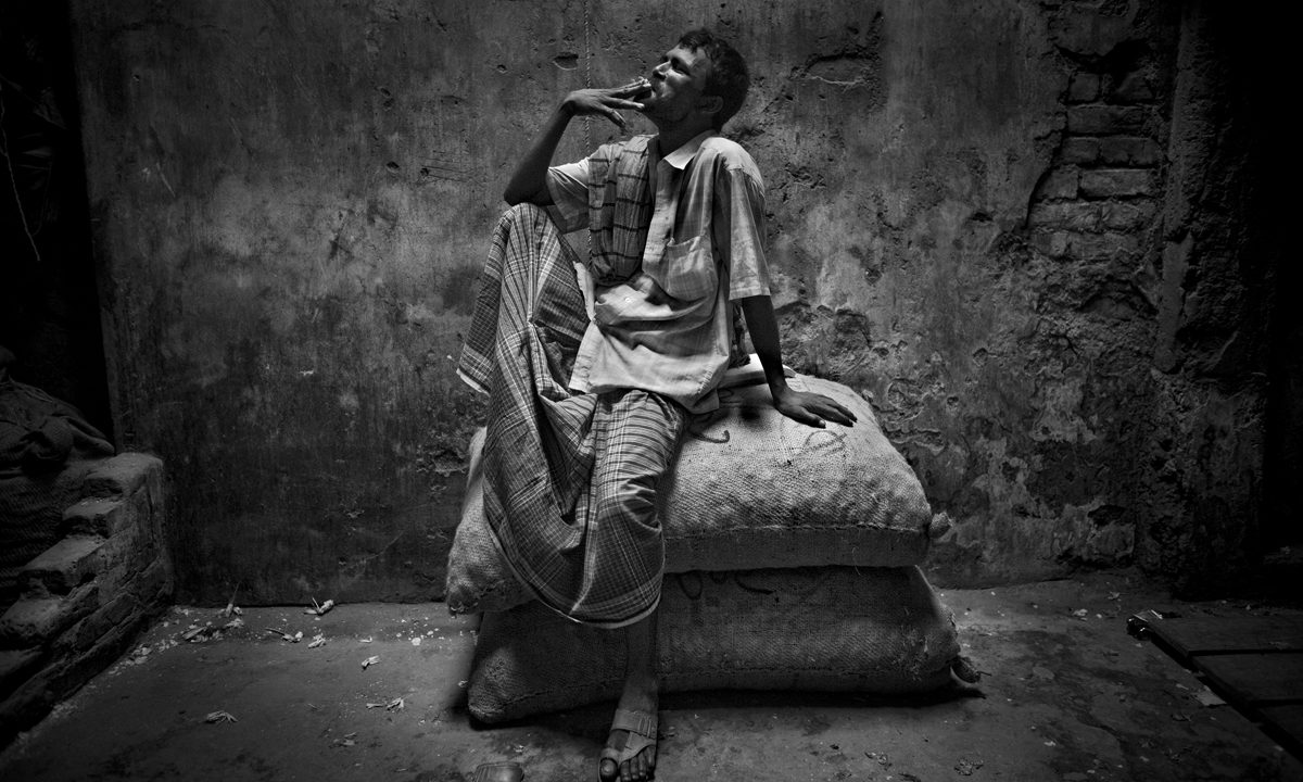 Larry Louie – A Working Day In Dhaka, Bangladesh