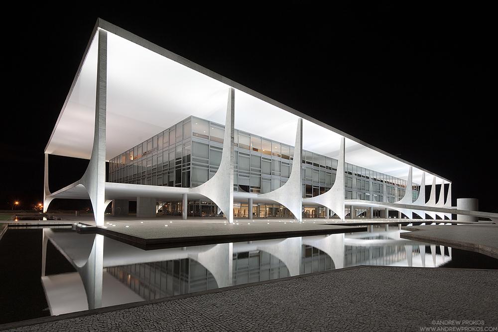 View of the Palacio do Planalto at night, Brasilia, Brazil