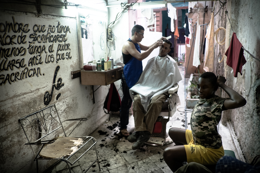 Harry Fisch_Dodho_900-6-La Habana_Peluqueria_Cuba_2272