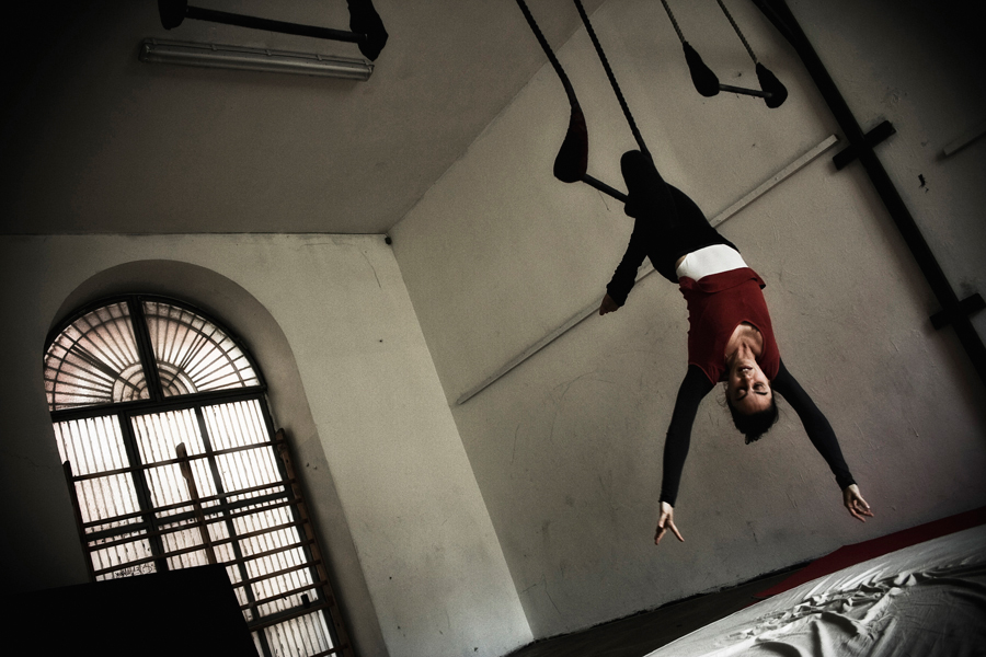 In Naples. Trapeze.