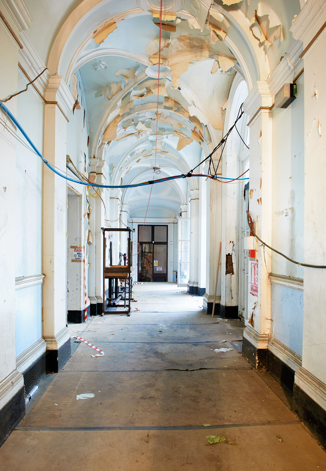 InAndOutClub_Corridor_0112, credit photographer Peter Dazeley