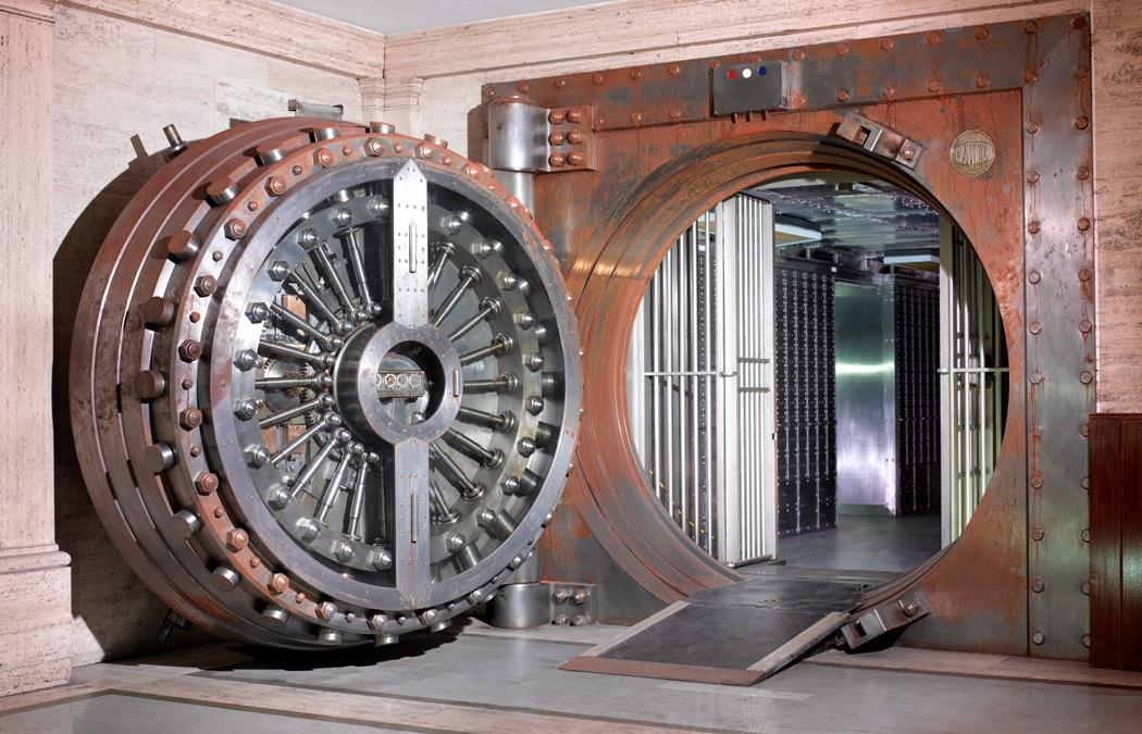 Midlands Bank_Vault_used in the movie Goldfinger_CopyrightPeterDazeley_credit photographer Peter Dazeley