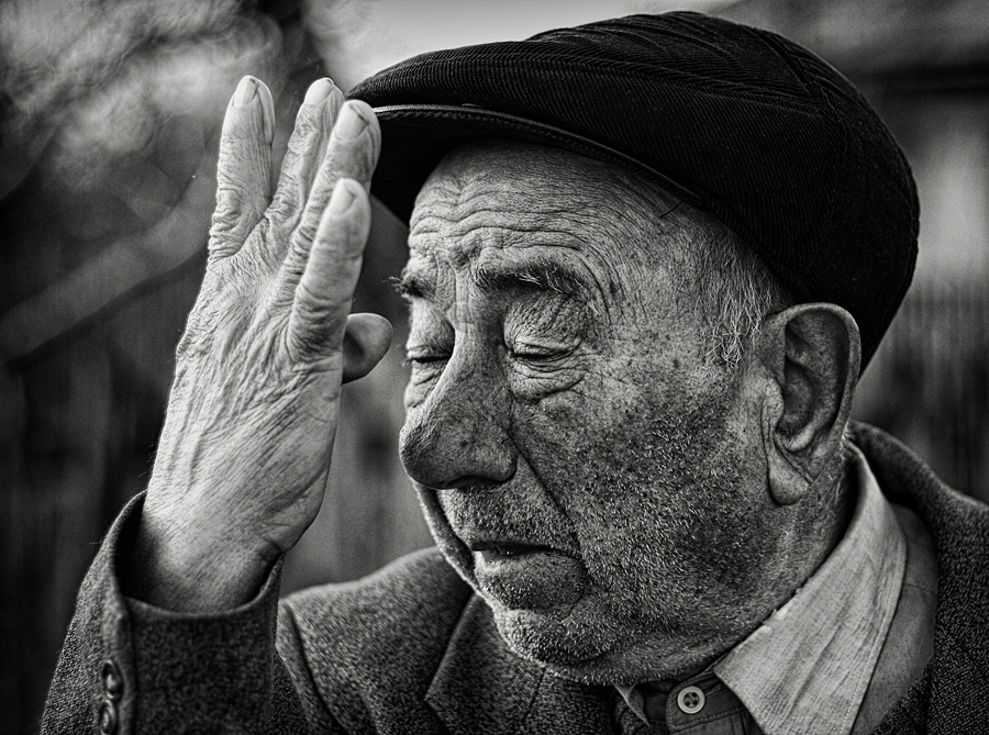 The R1000 Photo Project by Andrei Baciu