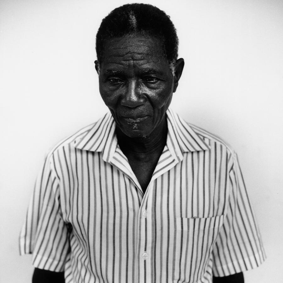 Issa KonatŽ, tirailleur bŽninois, Cotonou, BŽnin, 2001.