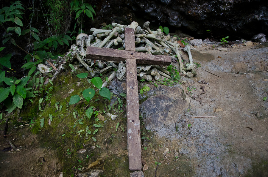 Nat Wilkins : Dealing with the dead, the troajan of Tana Toraja