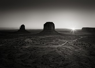 Monument_Valley_Sunrise