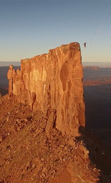 Across the sky – A world record slackline in the utah desert