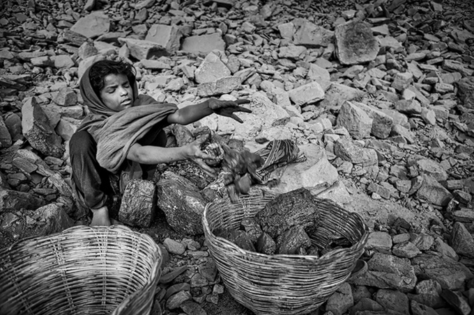 India_Bokahapadi. Lots of children are involved in the phases of collection and transportation of coal. Used primarily for cooking, heating, and to earn a little money by selling it, the coal monopolizes every single activity of Bokahapadi's inhabitants.