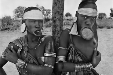 The Mursi and the Surma women are the last women in the world to wear lip plates. Mursi village of Dargui in Mago National Park, in the Jinka Region. Ethiopia. 2007. Photograph by Sebastião SALGADO / Amazonas images