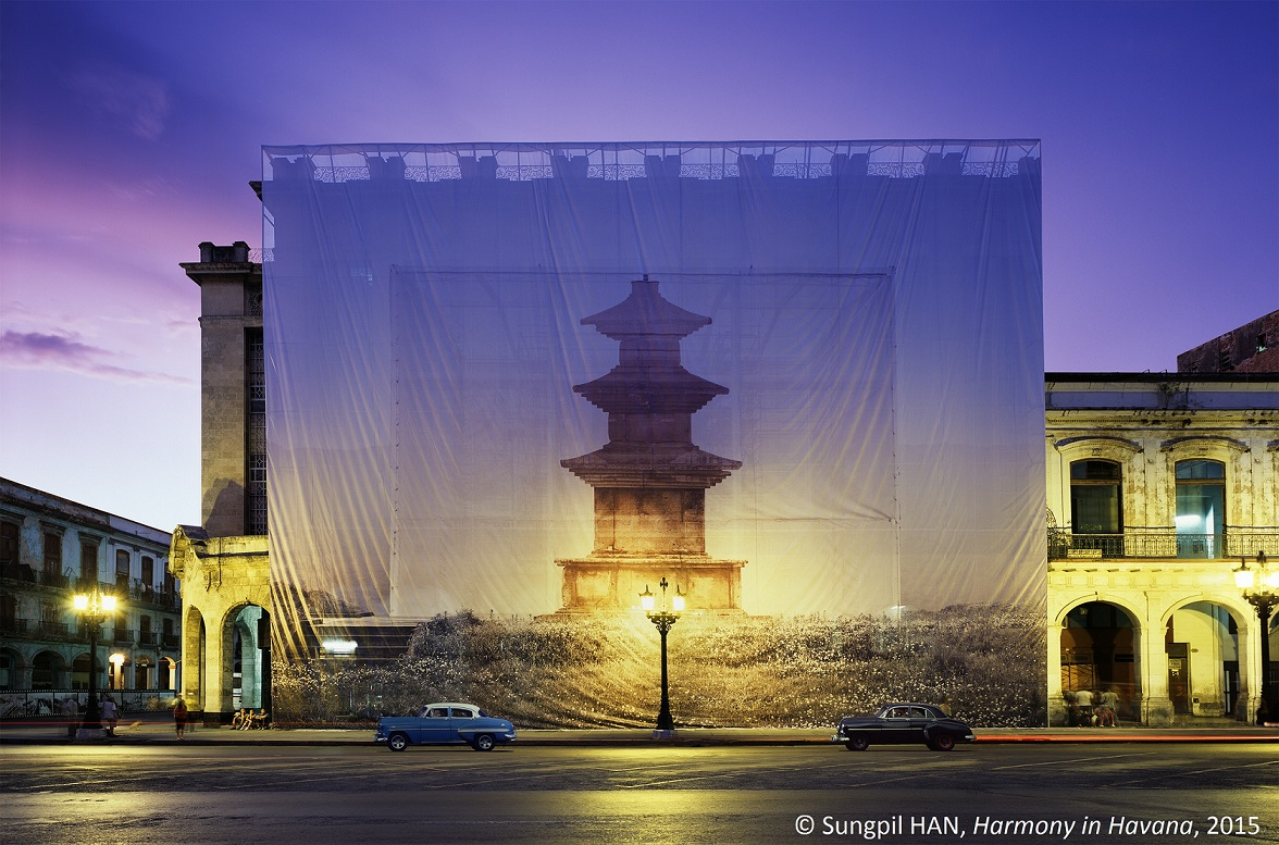 Sungpil HAN, Harmony in Havana, 2015 Contemporary Korean photographer Han Sungpil creates life-sized photographs of buildings and nature. The monumental trompe l'oeil images are hung on pieces of fabric and scaffolding many metres high.