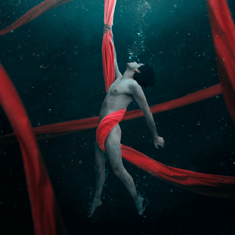 Jorge-Barreda-Boy-Underwater-Red