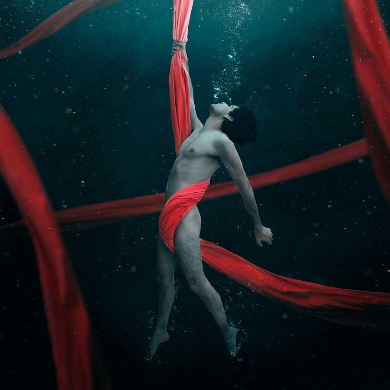 Jorge-Barreda-Boy-Underwater-Red