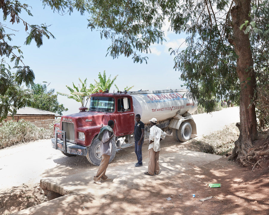 Drinking water arrives for the families that live in the mountains.
