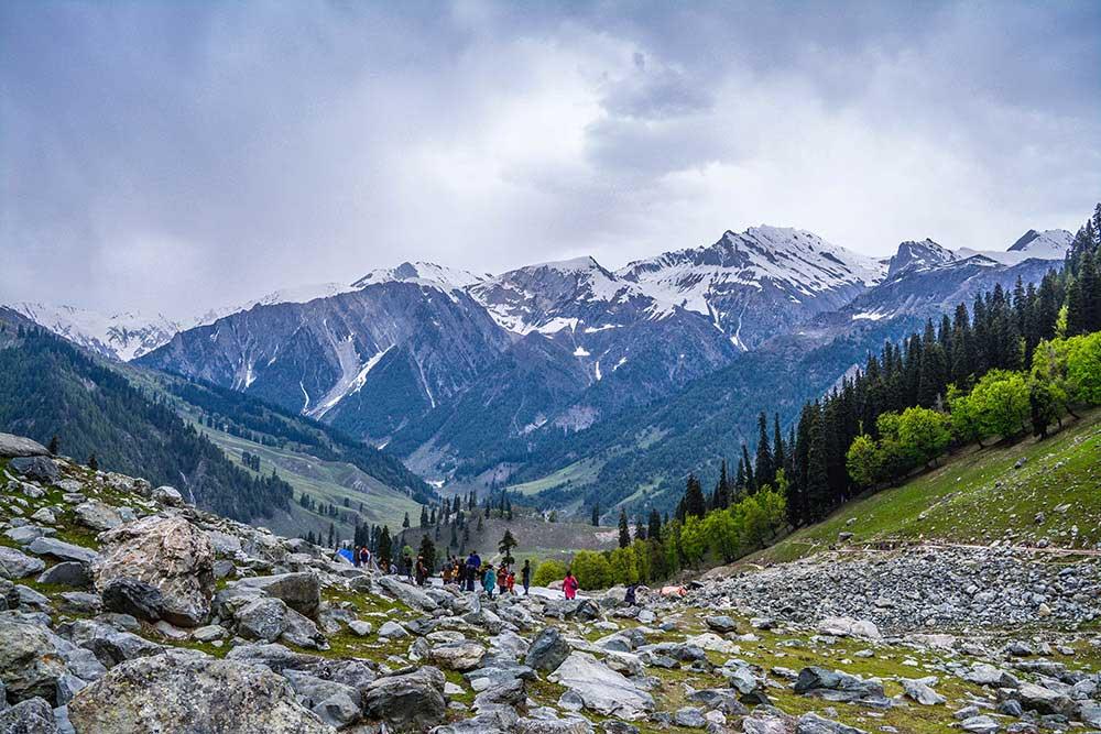 Kashmir; The Earth's paradise / Ankita Majumder