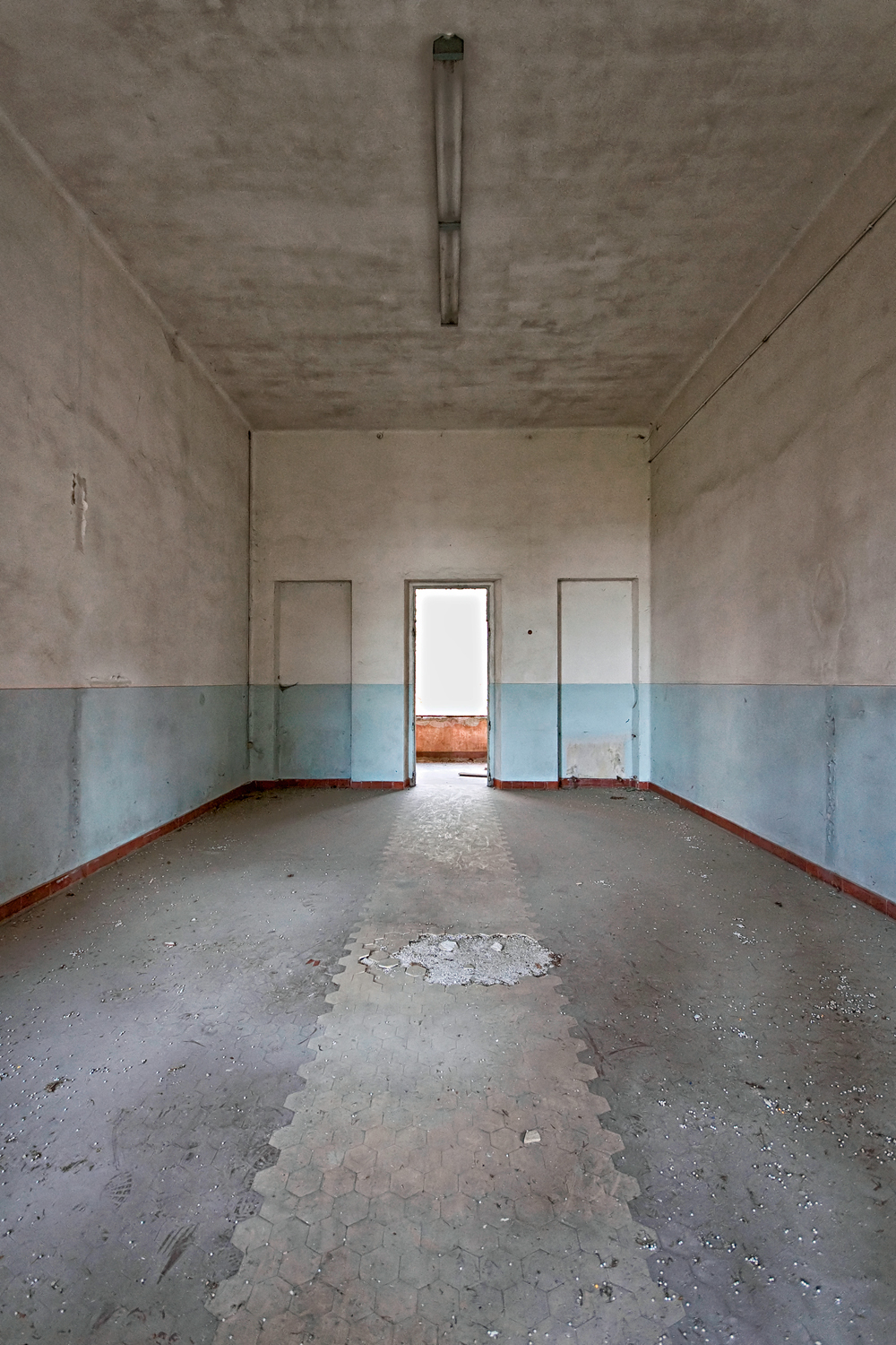 Interior abandonment by Lorenzo Linthout