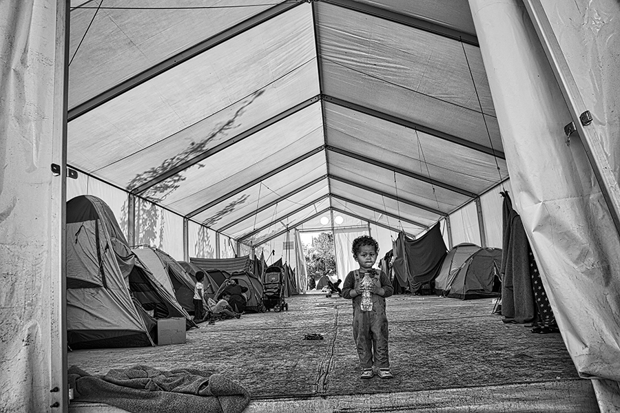 Waiting: refugee in Greece / Erberto Zani