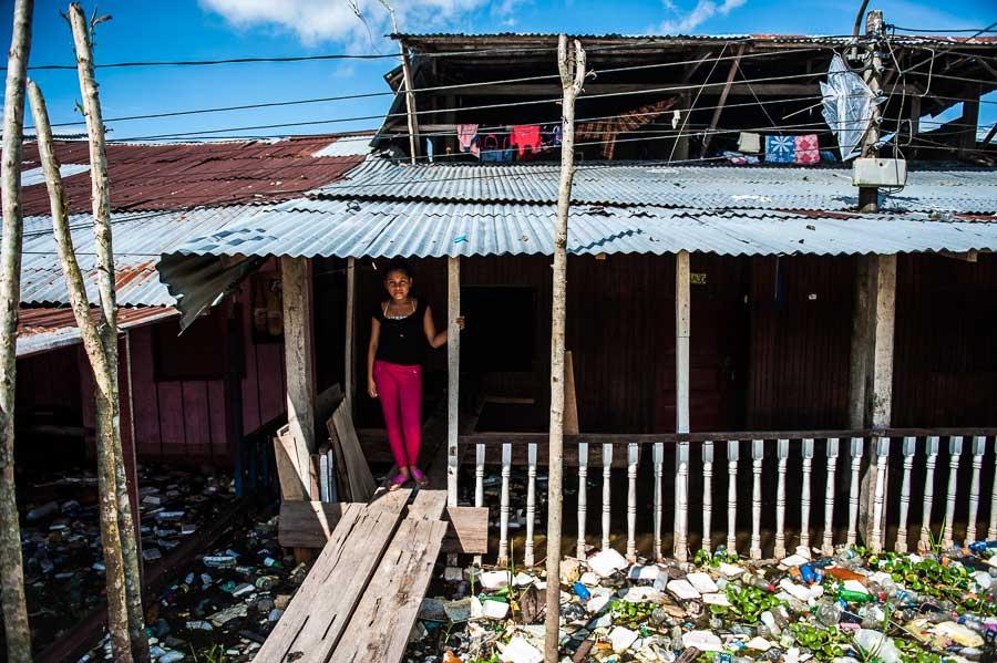 Iquitos-Belen by Szymon Barylski