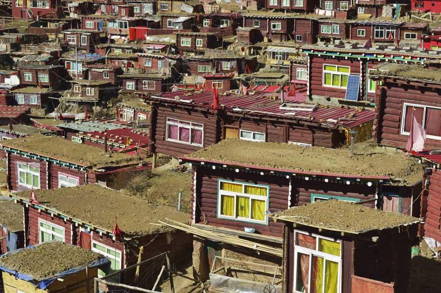 Little houses of Tibetan Buddhist nuns and monks by Shinya Itahana