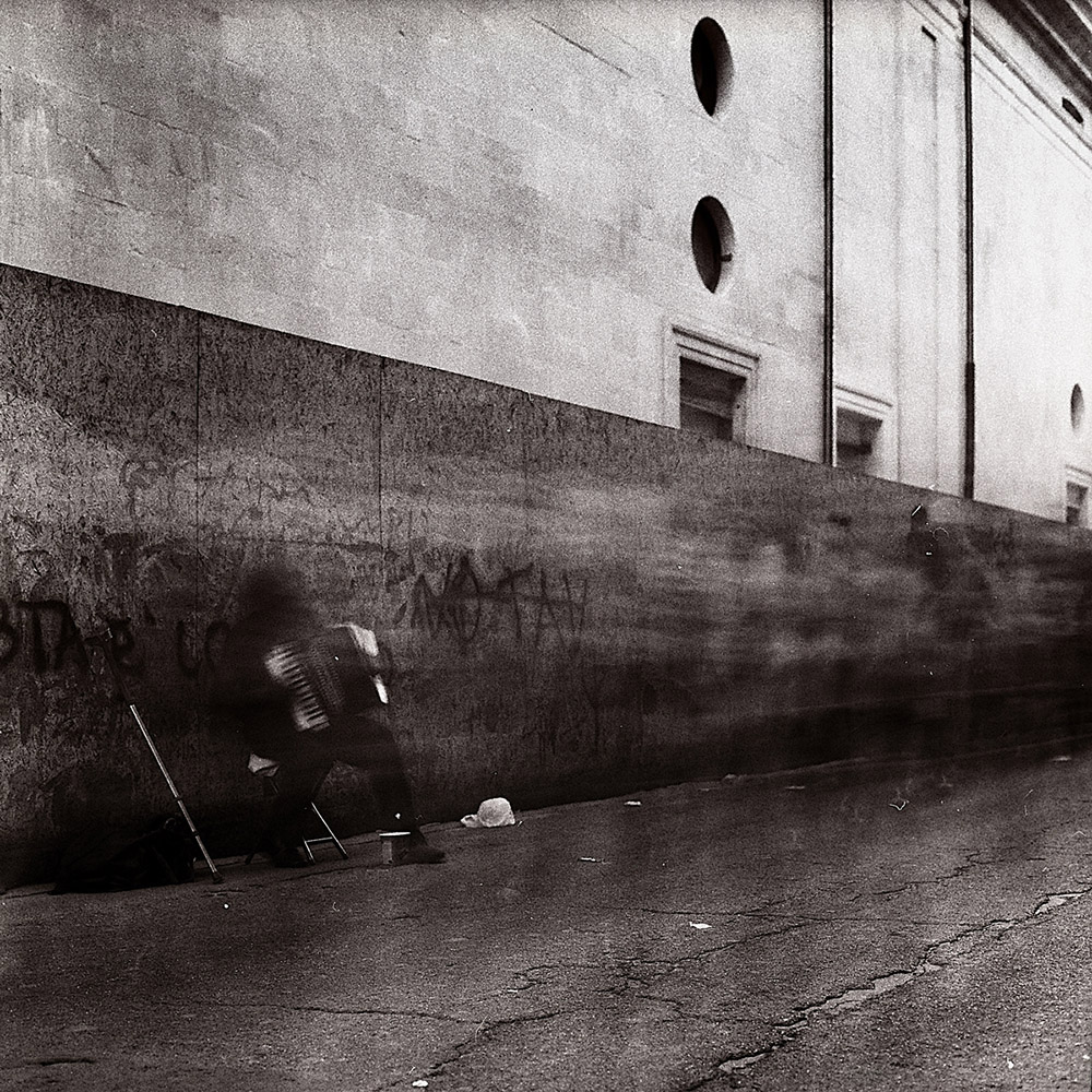 City of ghosts | Roberto De Mitri