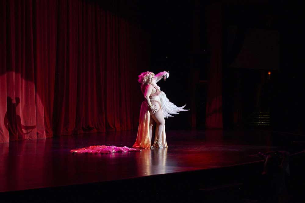 Burlesque-Performer-3-dodho