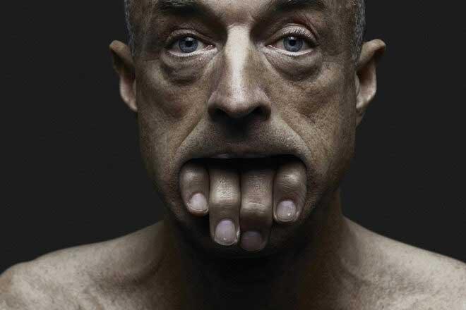 Ô les mains by Jeffrey Vanhoutte