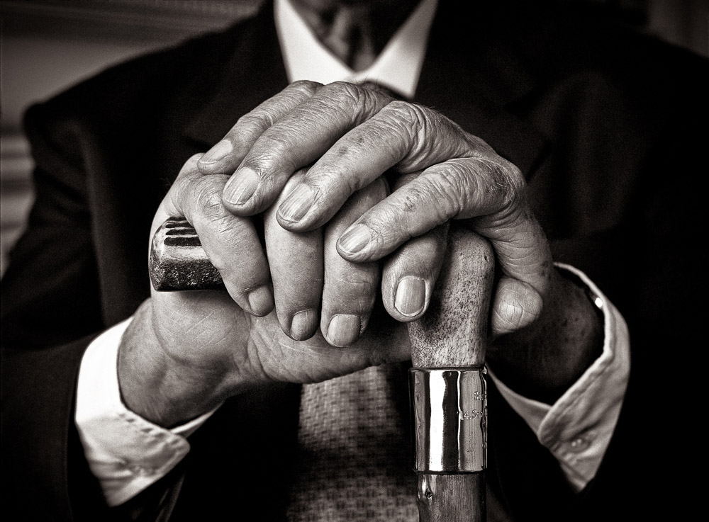 Sir-Hardy-Amies-Extra-sharp-on-hands-1
