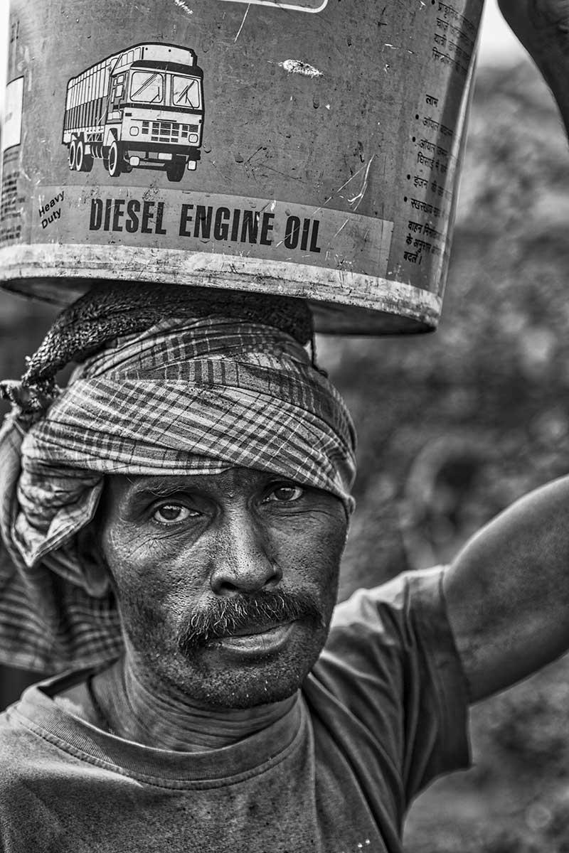portrait of a man inside the coal area of Bokahapadi.