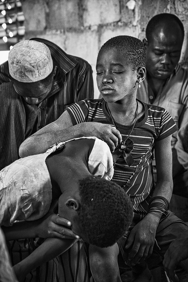 Photo 014: sightless people waiting the medical examination by a doctor (village of Tamso)