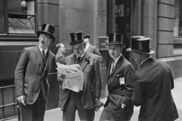 E.O. Hoppé: Rendezvous at the London Stock Exchange, England, 1937 © 2017 Curatorial Assistance, Inc. / E.O. Hoppé Estate Collection