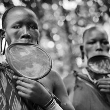 Suri-girls-with-lip-plates
