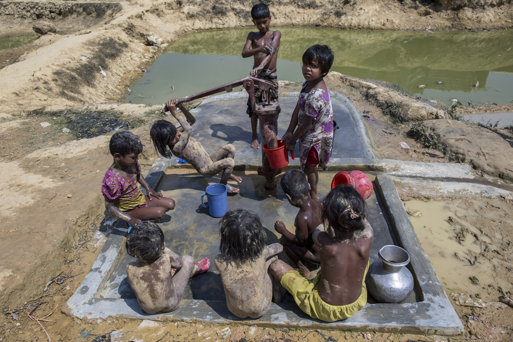 Rohingya children from Myanmar take their baths in Kutupalong cam.