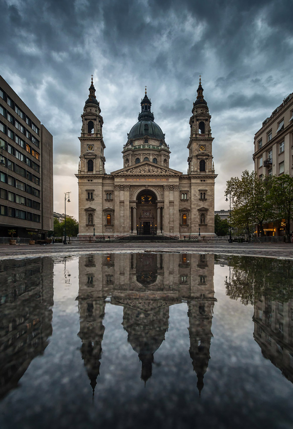 St.-stephen's-basilica-after-a-rainy-night