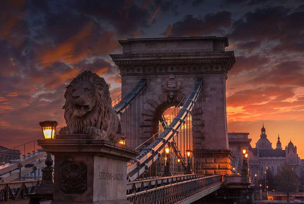The-majestic-Chain-bridge