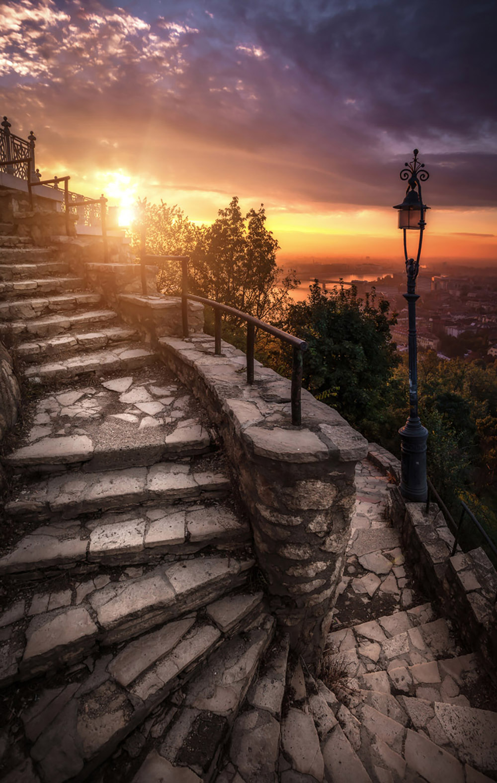 Wriggling-stairs-on-the-Gellért-hill