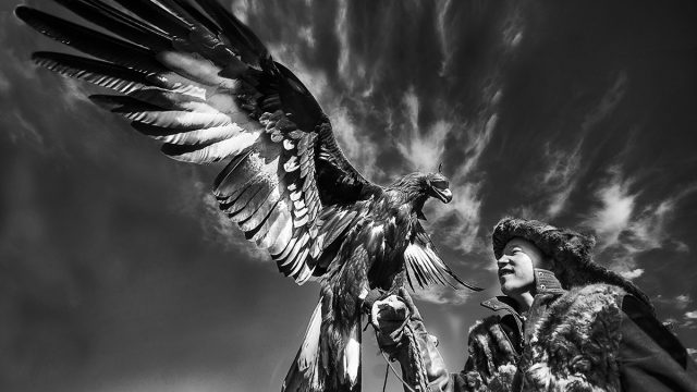 https://www.dodho.com/wp-content/uploads/2017/06/KAZHAK-EAGLE-HUNTER-GOLDEN-EAGLE-FESTIVAL-1-640x360.jpg