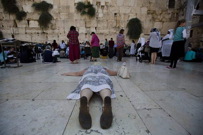 Various moments of religious ritual by Efrat Sela