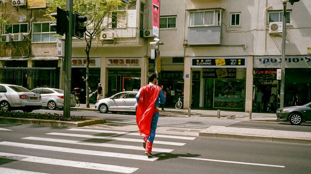 https://www.dodho.com/wp-content/uploads/2017/11/A-man-ran-down-the-street-with-a-red-cloak-on-the-costume-holiday-640x360.jpg