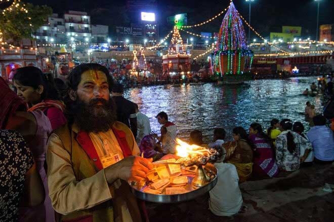 An evening in Har Ki Pauri By Abhijit Bose