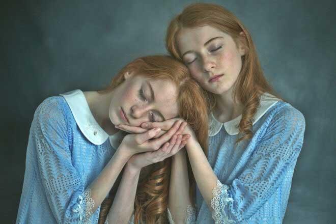 Leah and Chloe ; Identical twins by Zuzu Valla