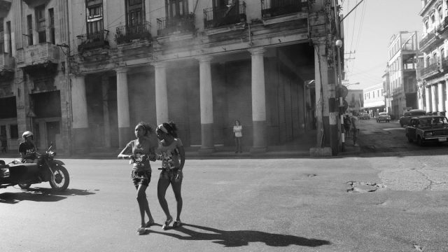 https://www.dodho.com/wp-content/uploads/2018/06/2-walking-girls-Havana-Cuba-640x360.jpg