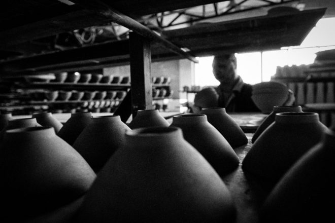 Shine Huang ; Fine China – a story about traditional porcelain makers