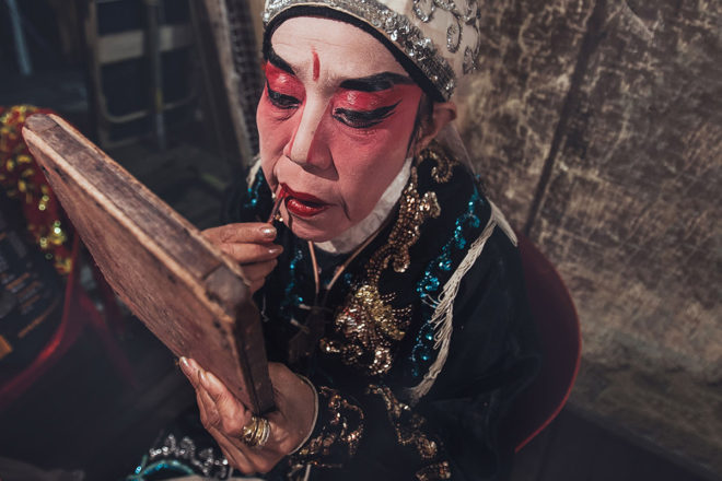 Wayang ; Chinese street opera in Singapore by Aga Szydlik
