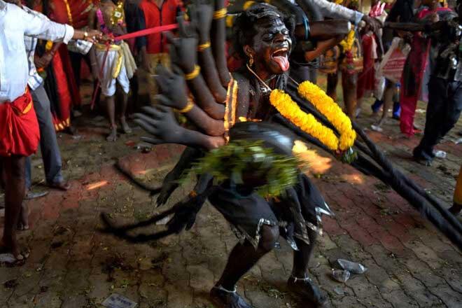 Expressive Dasara Festival at Kulasekharapatnam by Avishek Das